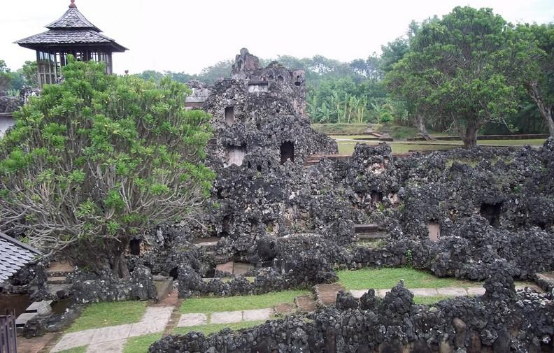 Tempat Wisata Gua Sunyaragi