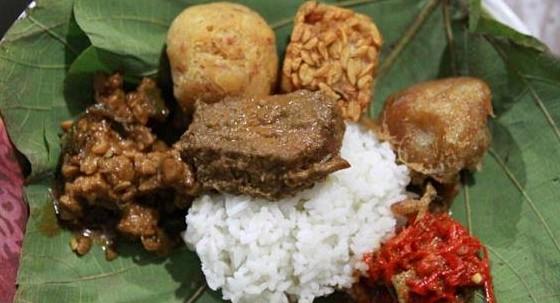 Masakan Khas CIrebon Nasi Jamblang