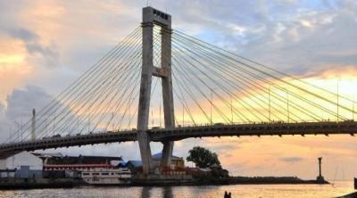 Jembatan Soekarno Manado