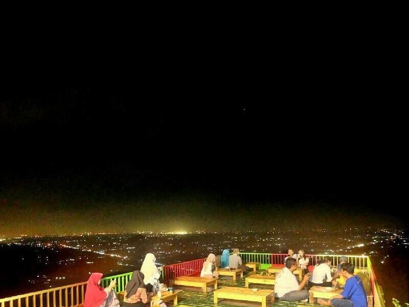Menikmati Yogyakarta Malam Hari Di Bukit Bintang Jogja Wisata Bukit Bintang Jogja Seputar Wisata