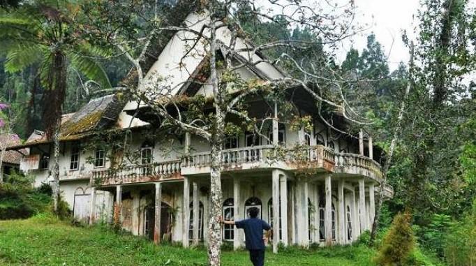 Bangunan Tua Villa Kaliurang
