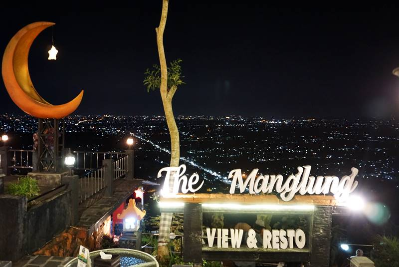 Menikmati Panorama Gemerlap Bintang Jogja di The Manglung View and Resto
