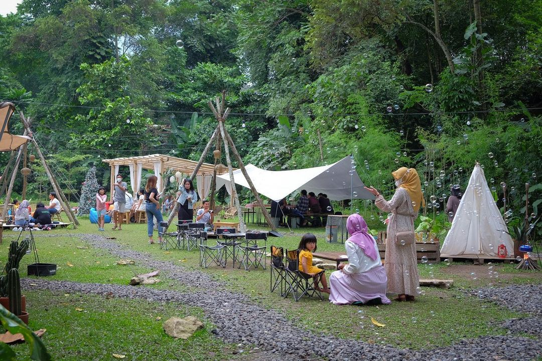 Camp Coffee & Nature, Rute, jam Buka dan Harga Makanan Susana Camp Hutan di Tengah Kota Jogja