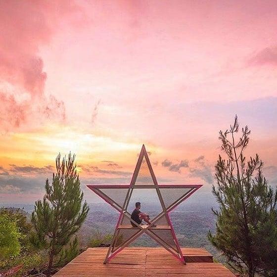 Wisata Sunrise Di Bukit Lintang Sewu Bantul