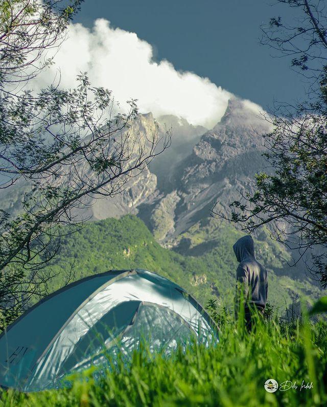Menikmati Panorama Kawah Gunung Merapi di Wisata Deles Indah